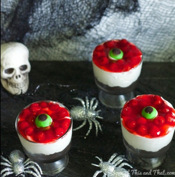 Eyeball Halloween Cheesecake! No bake Halloween treat!