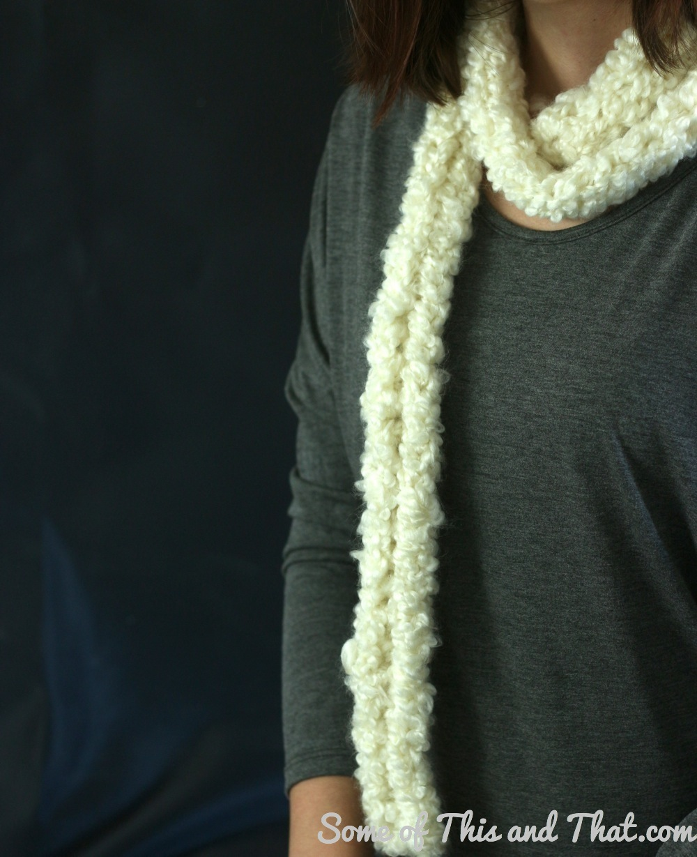 Want to learn how to knit but can't seem to get it right? Learn how to finger knit! It only takes some yarn and your good ol' fingers to finger knit a scarf! Perfect for the cold months and make a great homemade gift for the holidays!