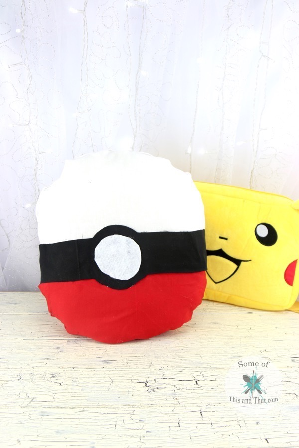 DIY Pokeball Pillow (No Sew)