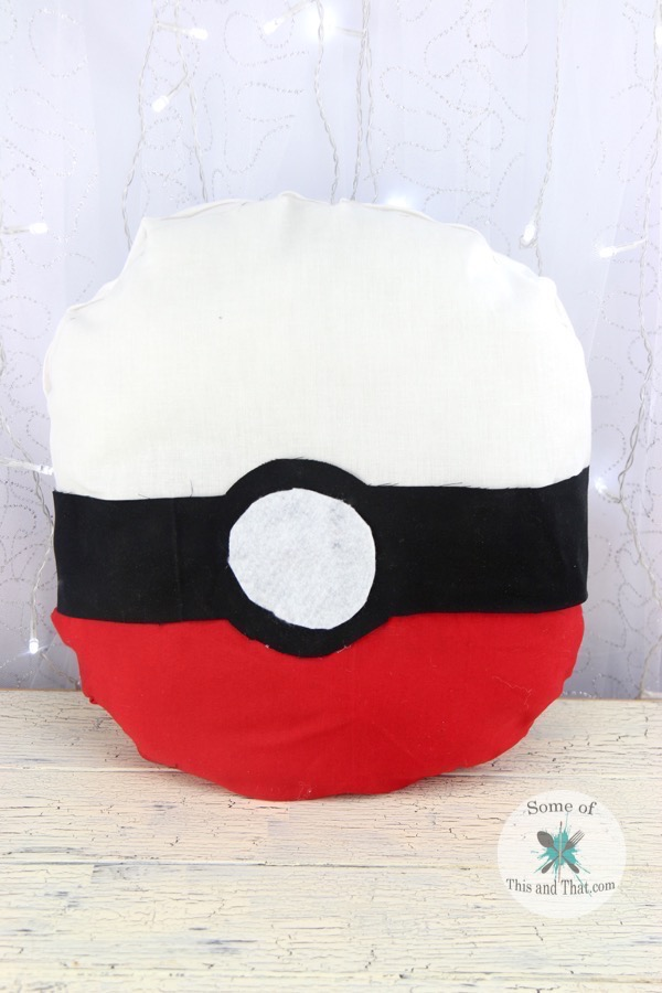 DIY Pokeball Pillow (No Sew)! This is such an adorable project for the Pokemon fan in your life!
