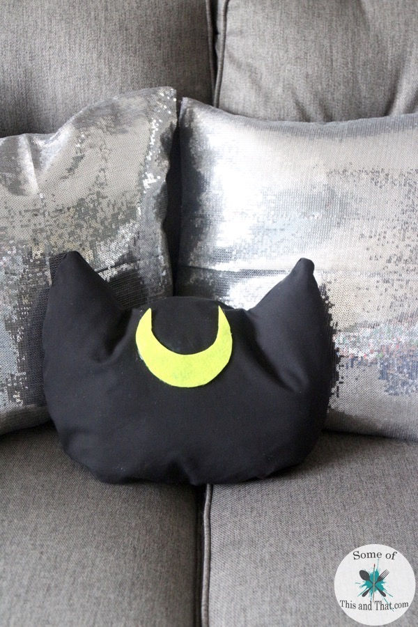 DIY Luna Pillow | DIY Cat Pillows! With Free Printable templates!