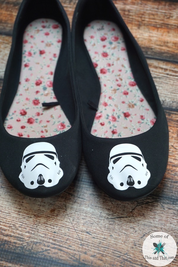 DIY Star Wars Shoes! Use Heat Transfer Vinyl to make these nerdy shoes!